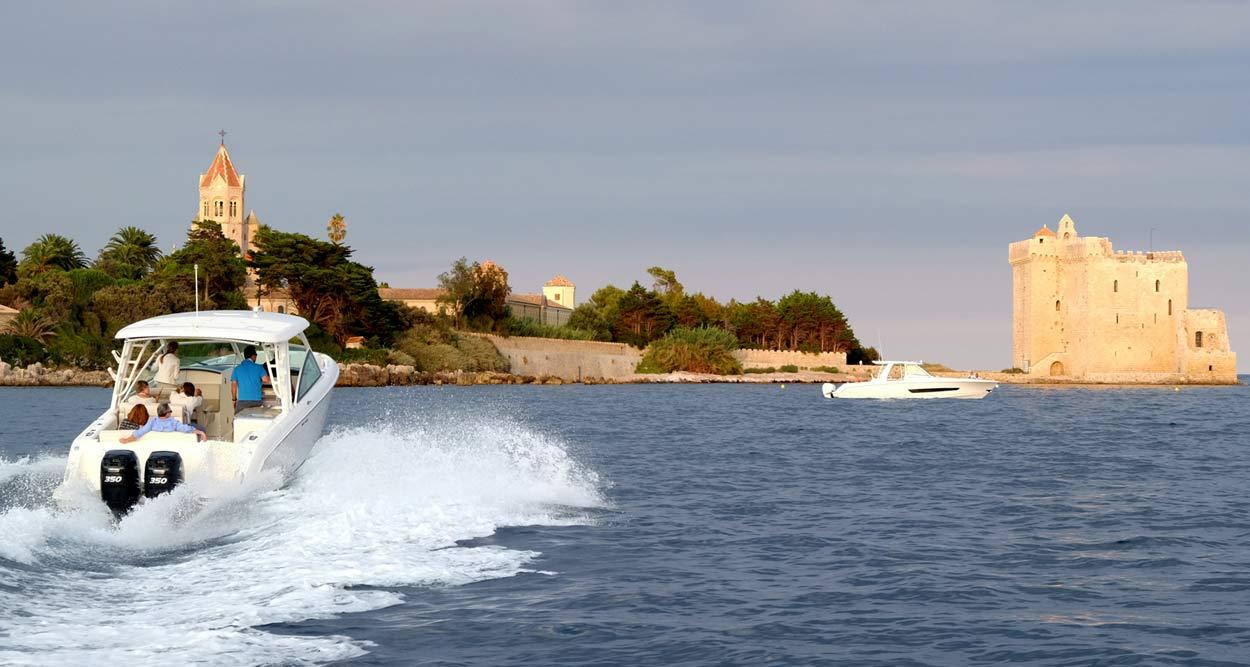 boston whaler 420 outrage 320 vantage