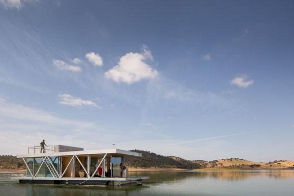 Floating house ©Friday