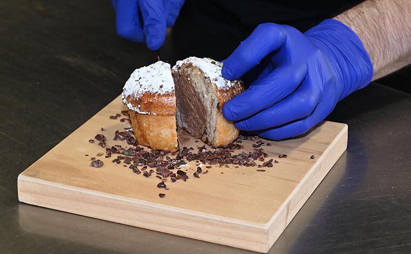 pâques caffé cesar mains menu or